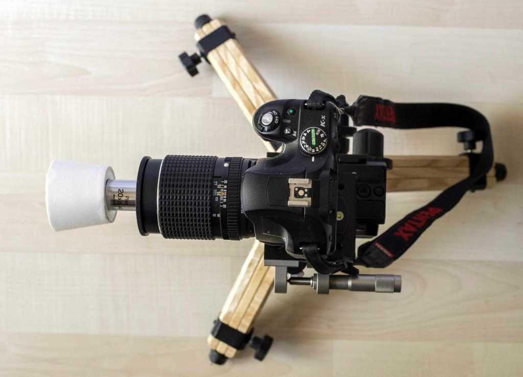 Çekime hazır mikroskop lensi kurulumu