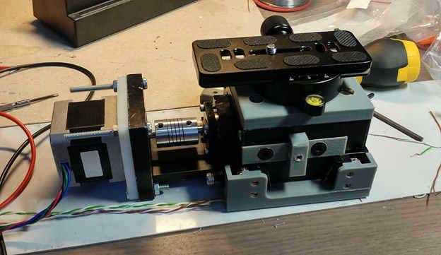 Linear Stage üzerine 3d printerdan alınan baskıların monte edilmiş hali.