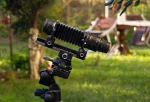 Körük, ray ve lens tripod üzerinde